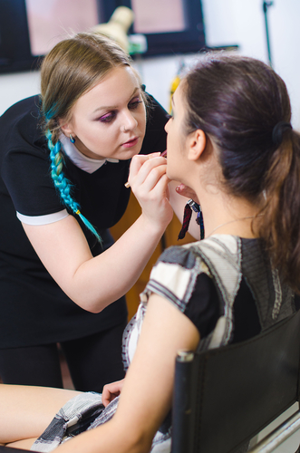 5 Benefits of Professional Makeup Lessons