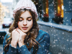 5 Tips to Protect Your Hair From Dry Winter Weather