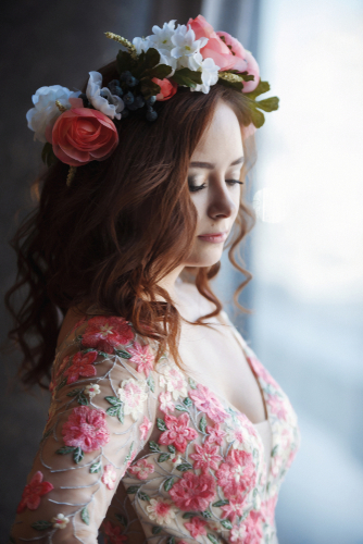5 Tips for Using Fresh Flowers in Your Hair on Your Wedding Day